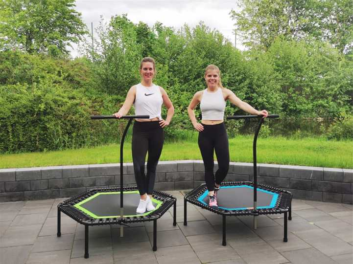 Die Trainerinnen Laura und Tina geben bei Teuto Riesenbeck die neuen Jumping-Kurse.